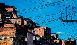 O conceito de pobreza energética surgiu para definir a incapacidade do indivíduo adquirir os serviços de energia para atender as necessidades básicas.